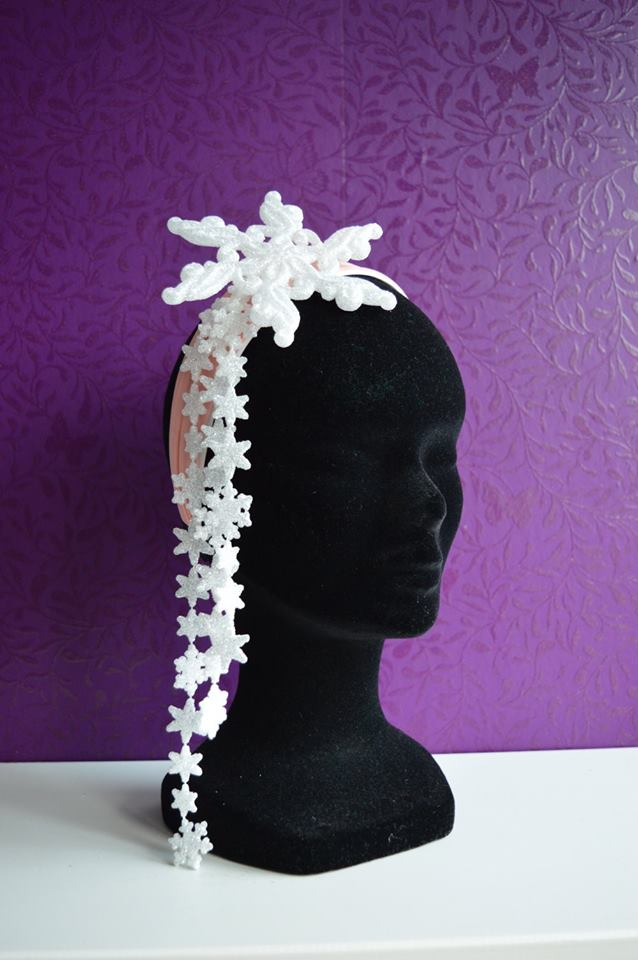 IMAGE - Pink headband decorated with snowflake and mini snowflakes on strings.