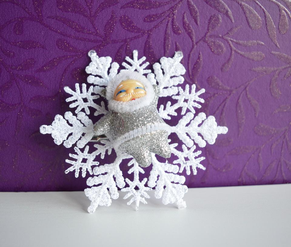 IMAGE - Snowflake hairpin with silver glittered Santa.