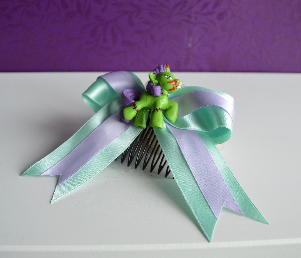IMAGE - Mint and lilac bow with handpainted zombi pony on comb.