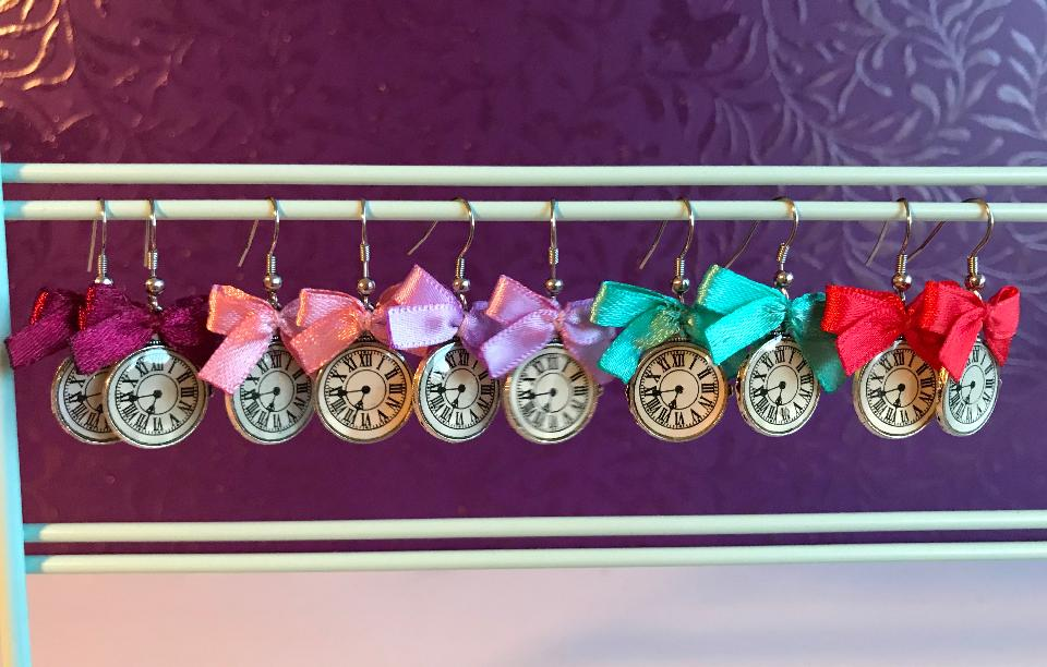 IMAGE - Earring with little bows.