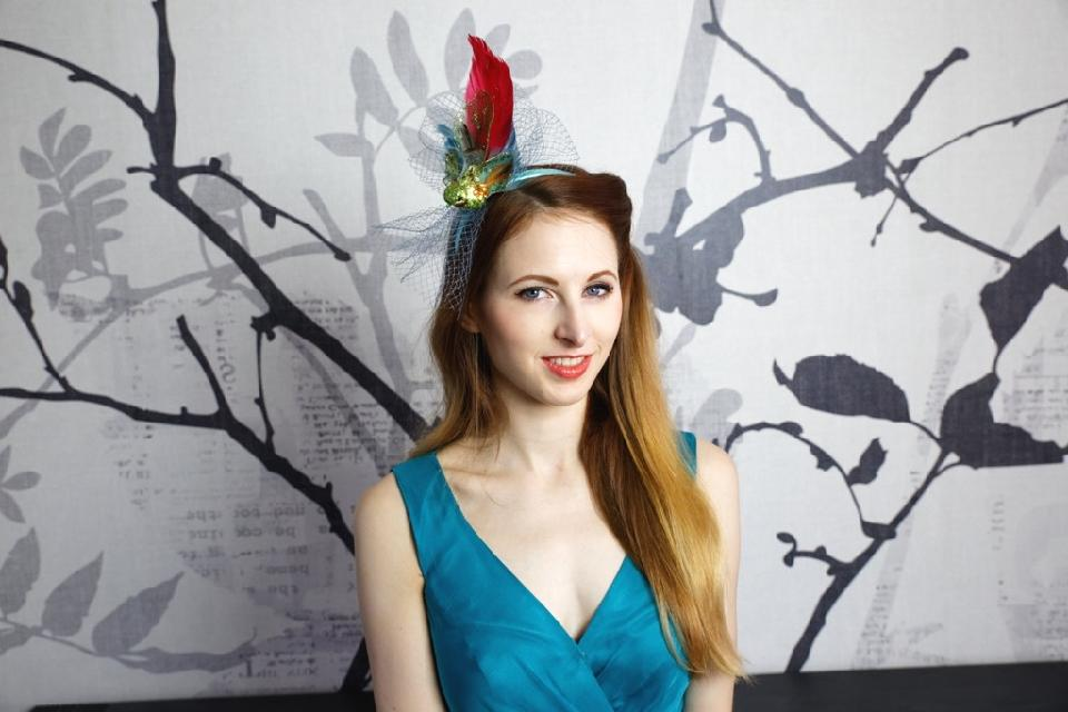 IMAGE - Green satin headband with blue net and green and red bird.