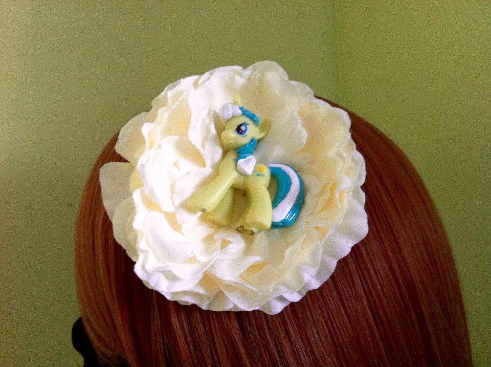 IMAGE - Cream flower with pony hairpin