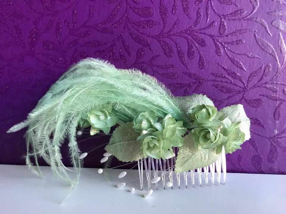 IMAGE - Small vintage bridal hairpiece.