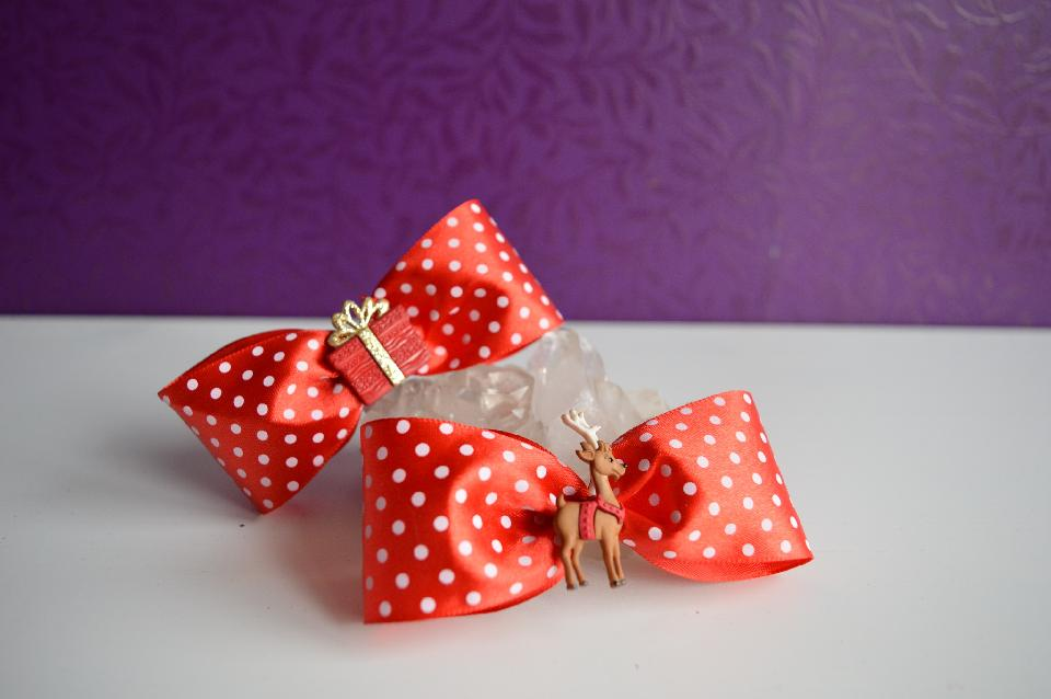 IMAGE - Red and white polkadot hairpin with present and deer.